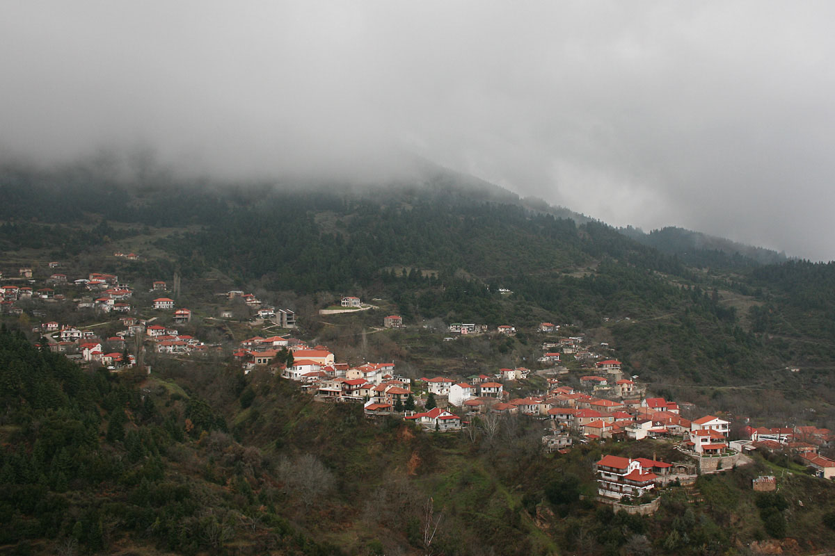 The village of Pavliani, on the southern side of Mt. Oiti (Photo: Christina Holeva)