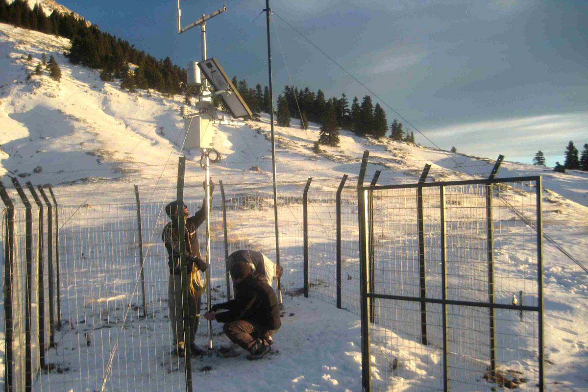 9/12/2013 Τοποθετήθηκε ο μετεωρολογικός σταθμός στον Εθνικό Δρυμό Οίτης (Φώτο: Γιάννης Αλεξόπουλος)