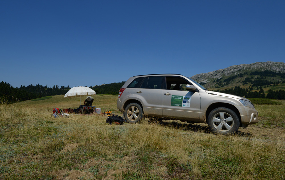 Geological research is in full swing around the temporary ponds. (Photo: G. Politis)